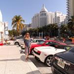 Una_lamborghini_e_un_rolls_davanti_al_nostro_hotel